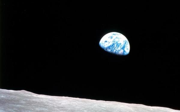 earthrise-2-desktop
